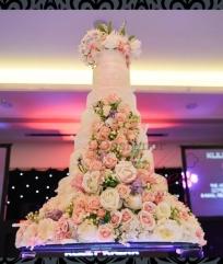 chandelier-crystal-waterfall-cake